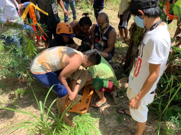 A 48-year-old man and his three children were rescued by the Dumanjug emergency response team after they were buried in a sand due to a mini landslide in Barangay Tapon, Dumanjug, Cebu Saturday morning, May 2, 2020. | Photo from Dumanjug Police
